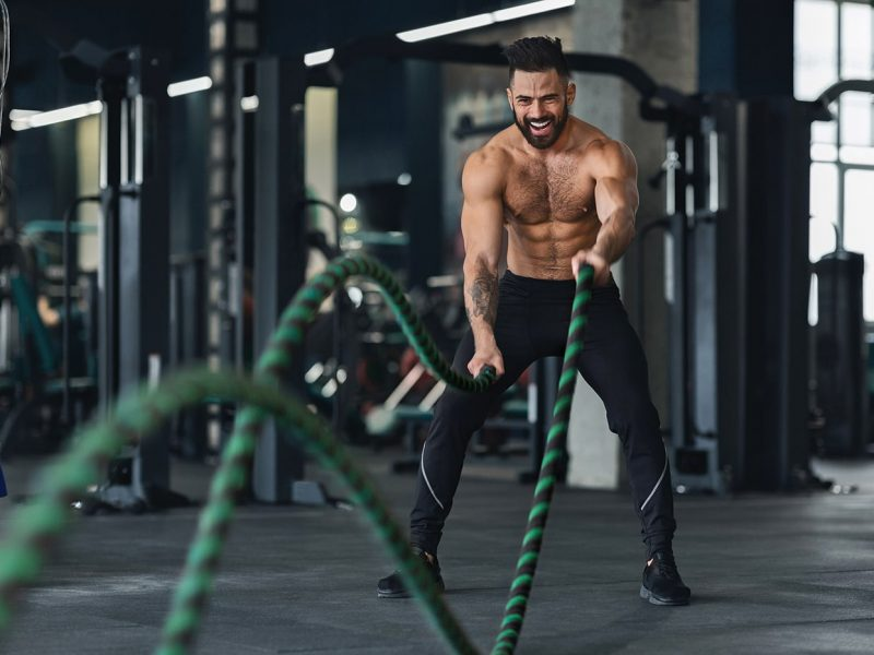 naked-muscular-man-exercising-with-battle-ropes-9G6Q3PV-min