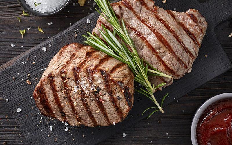 grilled-beef-steaks-D3L92ZW-min