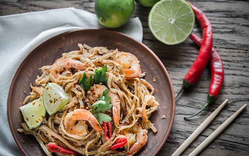 thai-fried-rice-noodles-with-shrimps-PK9BAQ7-min